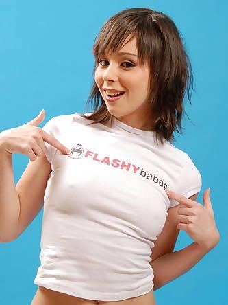 Flashy Babes - XXX Photos